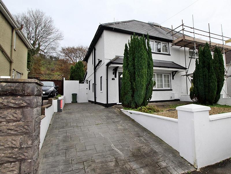 Tylchawen Terrace, Tonyrefail, Porth, Rhondda, Cynon, Taff. CF39 8AH